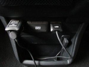 12V電源、ビデオ入力、USBポート