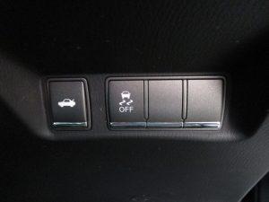 トランクオープナー、横滑り防止装置スイッチ