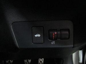 トランクオープナー、メーター照度スイッチ