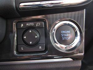 電動格納ミラー、プッシュスタートボタン