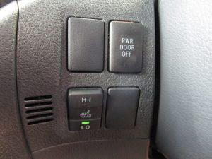 電動スライドドア、運転席シートヒータースイッチ