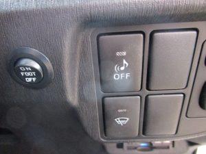 車両接近警報装置、フロントガラス熱線スイッチ