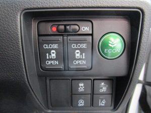 電動スライドドア、ECON、横滑り防止装置、プリクラッシュセーフティー、アイドリングストップ、車線逸脱警報装置スイッチ