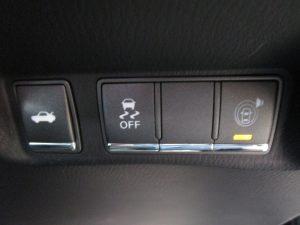 トランクオープナー、横滑り防止装置、車両接近警報装置スイッチ