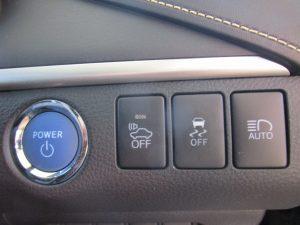 プッシュスタートボタン、車両接近警報装置、横滑り防止装置、オートハイビームスイッチ