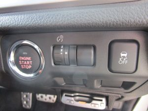 プッシュスタートボタン、横滑り防止装置、スイッチ