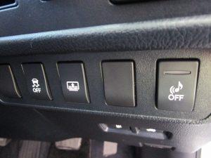 横滑り防止装置、電動リアシェード、車両接近警報装置スイッチ