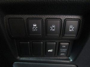 横滑り防止装置、電動スライドドア、パワーバックドアスイッチ