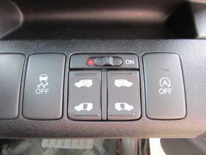 横滑り防止装置、電動スライドドドア、アイドリングストップスイッチ