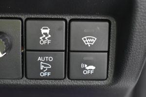 横滑り防止装置、フロントガラス熱線、車両接近警告スイッチ
