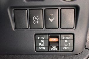 アイドリングストップ、フロントガラス熱線、電動スライドドアスイッチ