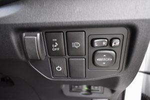 LEDフォグランプスイッチ、車両接近警告、電動格納ミラースイッチ