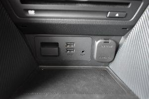 ナビSD、USB、AUX、12V電源
