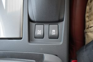4WD切替、横滑り防止装置スイッチ