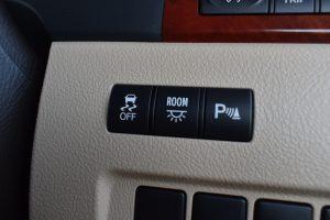 横滑り防止装置、室内灯、パーキングセンサー