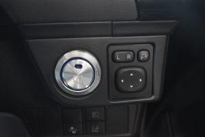 プッシュスタートボタン・ミラー操作ボタン