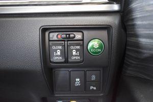 電動スライドドア・ECON・横滑り防止・アイドリングストップ・コーナーセンサースイッチ