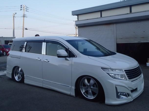 新潟県  鶴巻さん 購入した車:日産 エルグランド